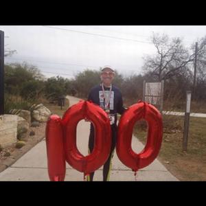 マラソンマンが1年に52回を上回る100回のマラソンを完走 素晴らしい偉業を達成!